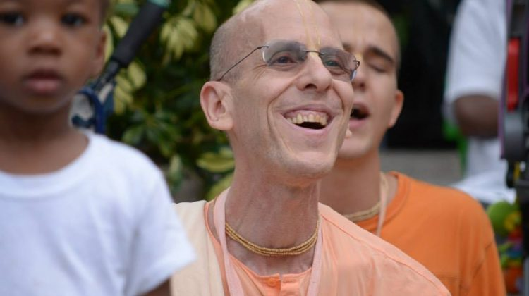 jayadvaita-swami-smiling