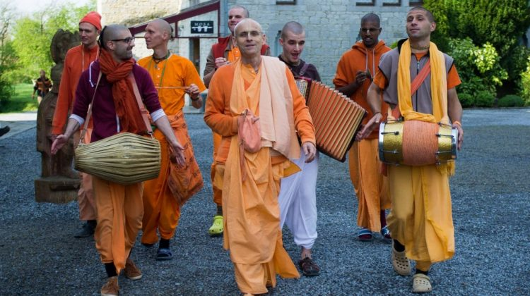 kks_Walking-to-the-VP-festival_25-4-2014_rdesh_be