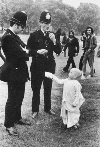 Child_w_Police