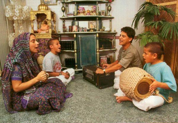 Family-Harinam-Sankirtan